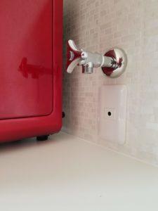 おしゃれな浄水ウォーターサーバーピュレスト赤設置